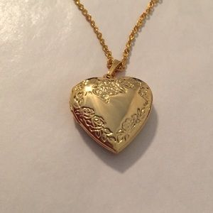 Jewelry - 18k gold plated heart locket necklace. NWOT